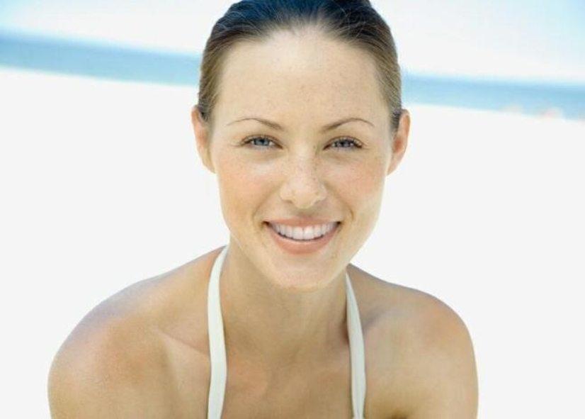 Cosmetic teeth whitening center